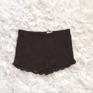 • Wilfred Aritzia • Lace Black Shorts Medium